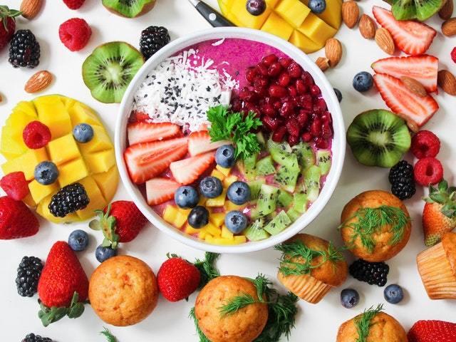 pleins de fruits dans un bol